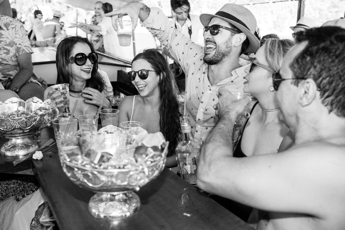 Dani e Edson | Boat party pré-casamento Búzios